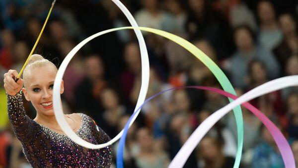 Яна Кудрявцева (Россия) выполняет упражнения с лентой. Архивное фото