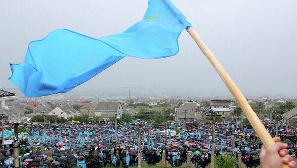 Крымские татары на митинге в микрорайоне Ак-Мечеть Симферополя. Архивное фото