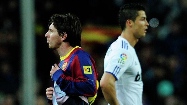 Нападающий Барселоны Лионель Месси (слева) и форвард мадридского Реала Криштиану Роналду. 2010 год