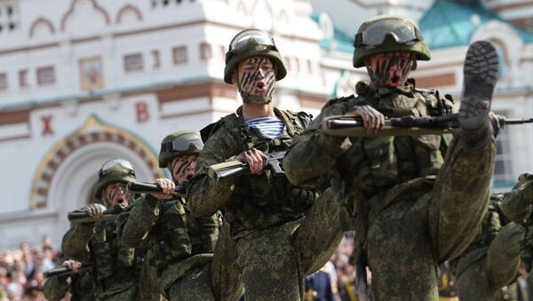 Военнослужащие во время празднования 70-летия Победы в Великой Отечественной войне 1941-1945 годов в городе Омске
