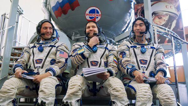 Тренировки экипажей МКС-44/45 в Звездном городке