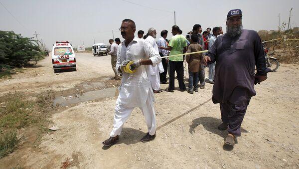 На месте обстрела автобуса в Пакистане. Карачи, 13 мая 2015