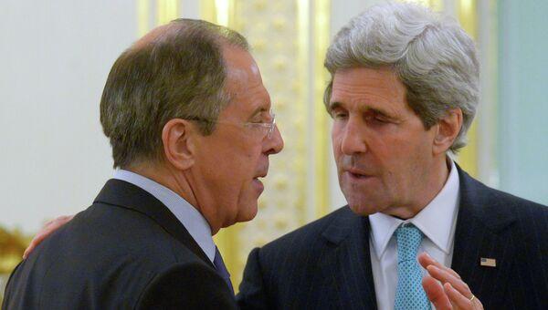 Министр иностранных дел России Сергей Лавров (слева) и госсекретарь США Джон Керри. Архивное фото