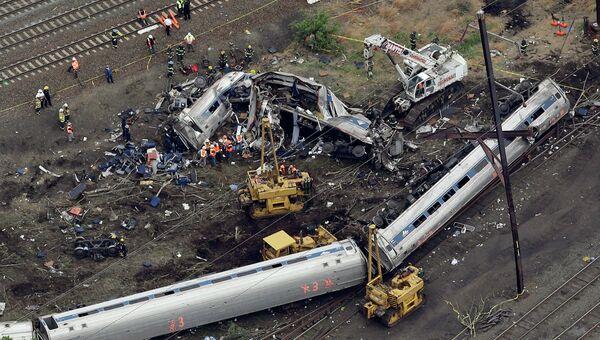 Аварийные работы на месте крушения поезда в Филадельфии. Архивное фото