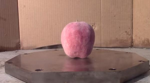 Яблочный краш-тест