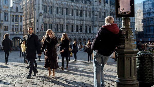 Прохожие на рыночной площади Брюсселя