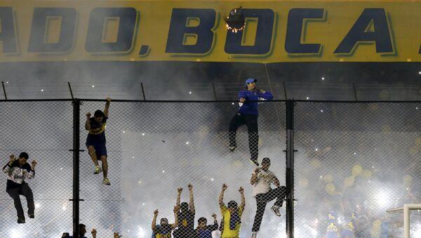 Болельщики распылили слезоточивый газ на матче Кубка Либертадорес Бока Хуниорс - Ривер Плейт, 14 мая 2015