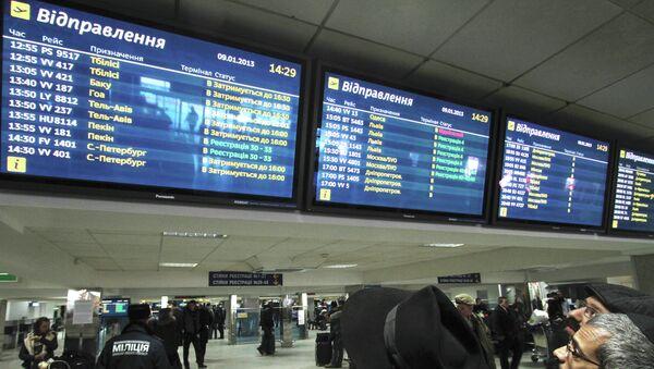 Пассажиры в аэропорту Борисполь в ожидании вылета. Архивное фото
