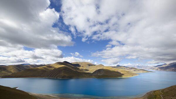 Озеро Ямджо-Юмцо в Тибете