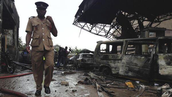 Автозаправочная станция в городе Аккра в Гане после взрыва