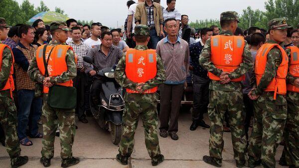 Сотрудники китайской военизированной полиции