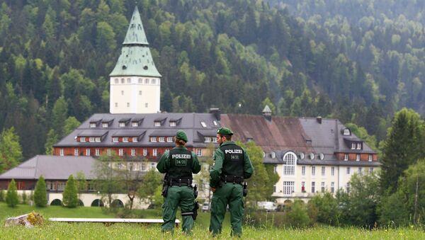 Замок Эльмау в Баварии под охраной полиции