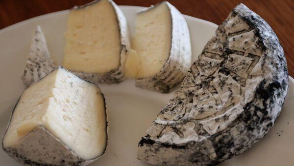 Производство сыров в Алтайском крае. Аналог сыра камамбер. Архивное фото