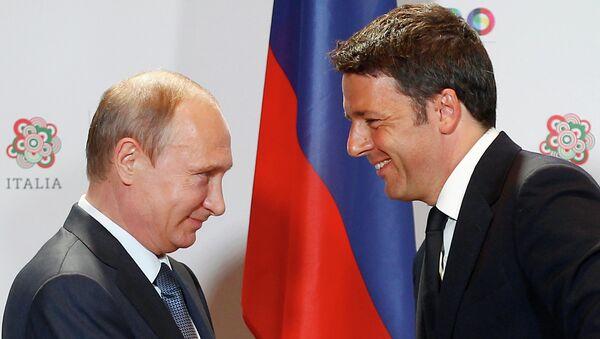 Президент России Владимир Путин и премьер-министр Италии Маттео Ренци во время совместной пресс-конференции в Милане