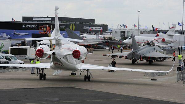 Подготовка к открытию авиасалона в Ле Бурже