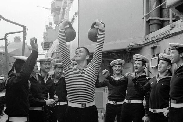 копии, черно белые фото моряков внимание надписи