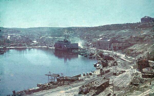 Разрушенный во время обороны Севастополя севастопольский порт