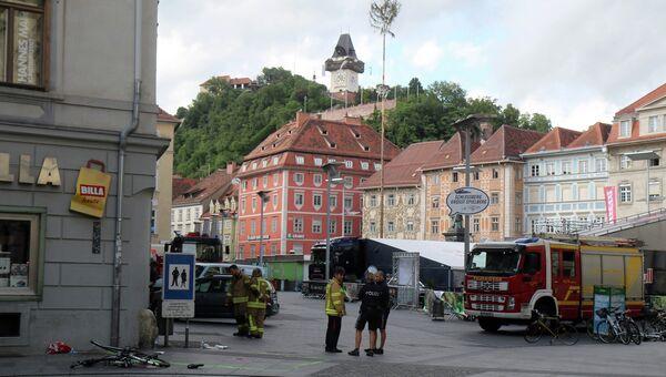 Внедорожник врезался в толпу в Граце, Австрия