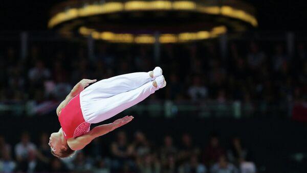 Россиянин Дмитрий Ушаков на соревнованиях в прыжках на батуте. Архивное фото