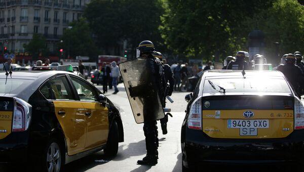 Забастовка таксистов против приложения Uber во Франции
