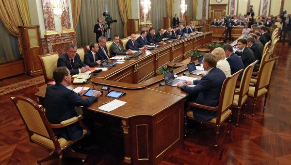 Премьер-министр РФ Д.Медведев на заседании правительства РФ. Архивное фото