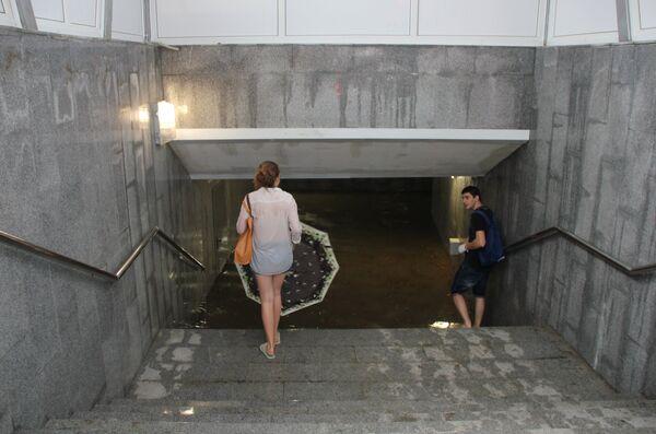 Подземный переход в Сочи, затопленный в результате проливных дождей