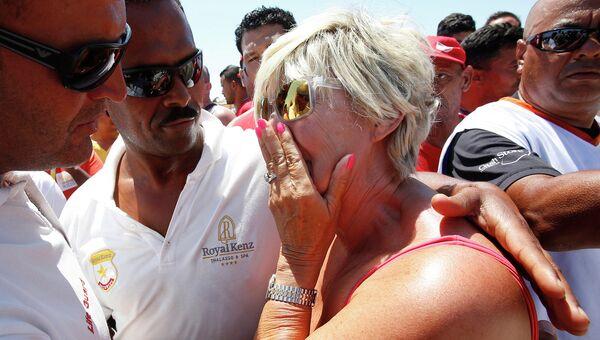 Место нападения на туристов на пляже отеля курорта Эль-Кантауи в Тунисе. Июнь 2015