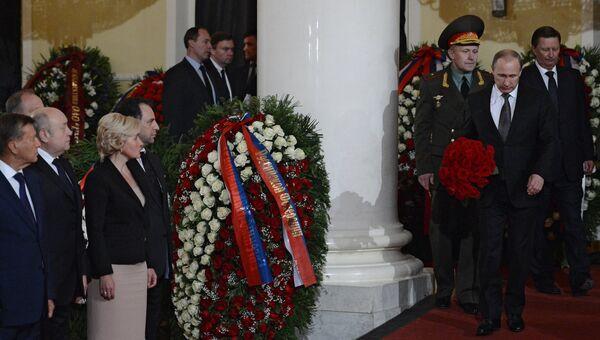Президент России Владимир Путин на церемонии прощания с политиком Евгением Примаковым в Колонном зале Дома Союзов
