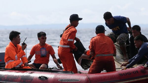 Филиппинские спасатели