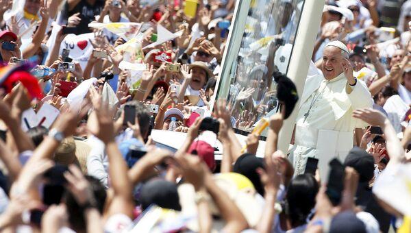 Папа римский Франциск во время визита в Эквадор