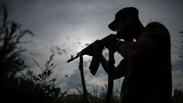 Боец украинского добровольческого батальона в Донецкой области. Архивное фото