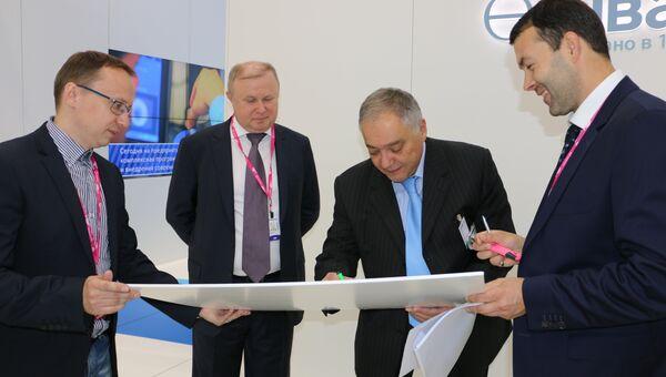 Главный кардиолог Свердловской области Ян Габинский посетил стенд  Швабе в рамках выставки INNOPROM-2015