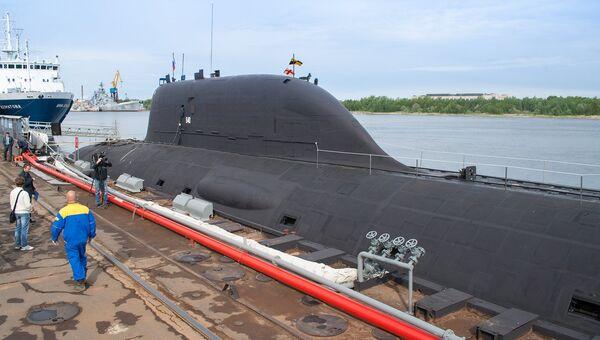 Первая многоцелевая атомная подводная лодка (АПЛ) проекта Ясень К-560 Северодвинск у причала оборонной судоверфи Севмаш в Северодвинске. Архивное фото