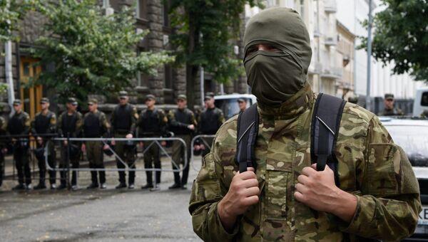 Акция протеста Правого сектора у здания администрации президента Украины в Киеве. Архивное фото