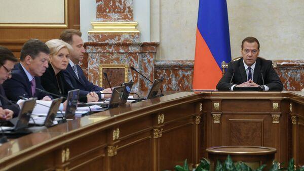 Председатель правительства РФ Дмитрий Медведев проводит заседание кабинета министров. Архивное фото