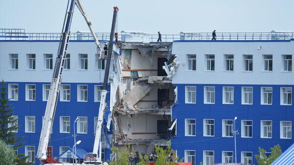 Обрушение здания учебного центра ВДВ в Омской области