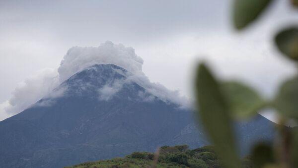 Активизировавшийся вулкан Колима в Мексике