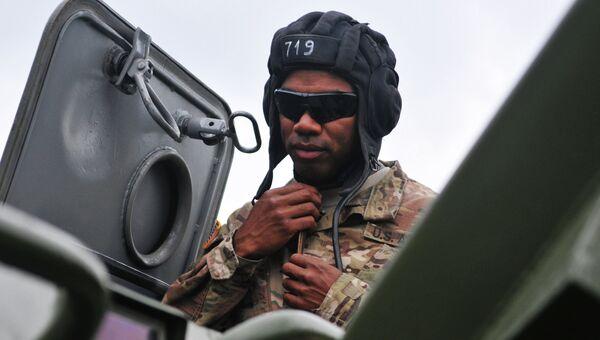 Военнослужащий армии США во время церемонии открытия международных военных учений Репид Трайдент. Архивное фото
