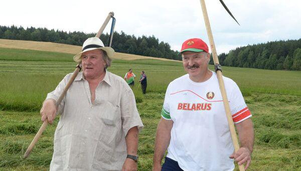 Жерар Депардье и Александр Лукашенко во время визита актера в Белоруссию