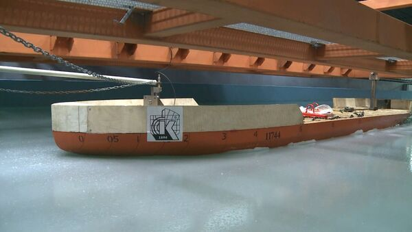 Арктика в бассейне: как проверяют на прочность модели новых ледоколов РФ
