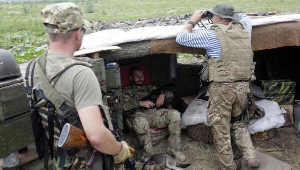 Военнослужащие ВСУ на позициях в селе Крымское Луганской области. Архивное фото