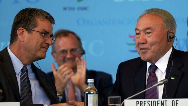 Генеральный директор ВТО Роберто Азеведо и президент Казахстана Нурсултан Назарбаев во время специального заседания ВТО в Женеве, Швейцария