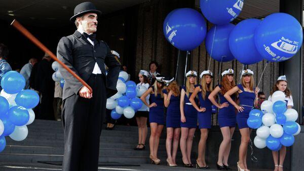 Участники театрализованного представления на открытии фестиваля Окно в Европу в Выборге. Архивное фото
