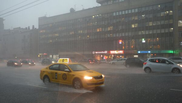 Сильный дождь в Москве. Архивное фото
