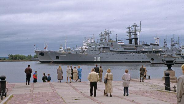Учебный военный корабль Смольный. Архивное фото