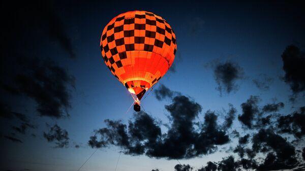 Шоу Ночное свечение аэростатов на Фестивале воздухоплавания Золотое кольцо России в Переславле-Залесском