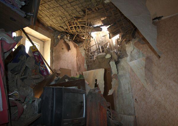 Дом в Донецке, поврежденный в результате обстрела