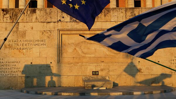 Флаги Греции и Евросоюза в Афинах. Архивное фото