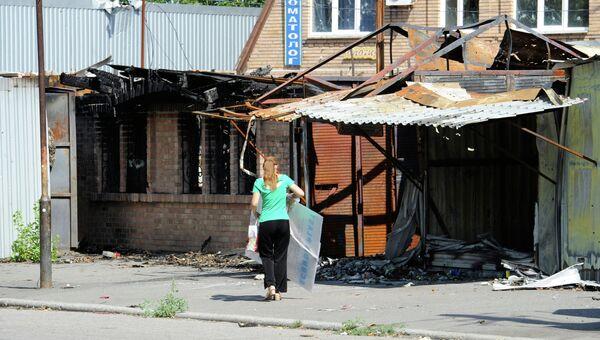 Здание, пострадавшее в результате обстрела в Куйбышевском районе Донецка. Август 2015