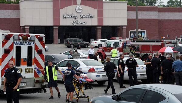 Спецслужбы на месте нападания на зрителей кинотеатра в одном из пригородов Нэшвилла, штат Теннесси. 5 августа 2015